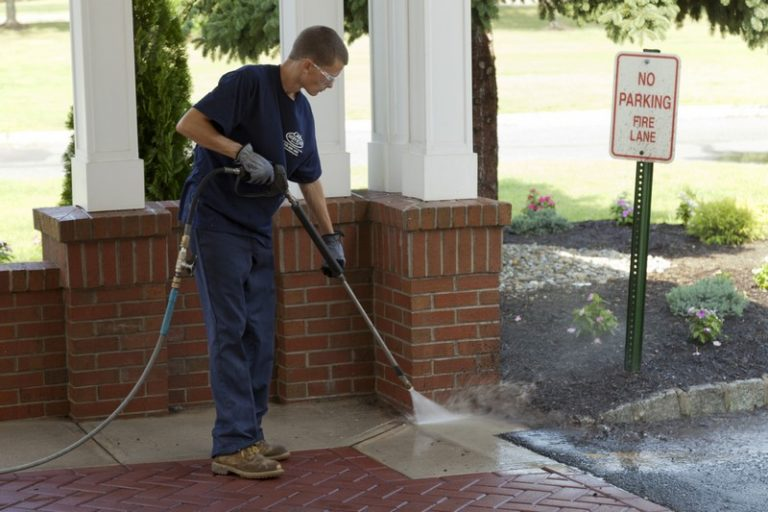 C & L Sweeper - Powerwashing